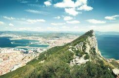 Den flyg- sikten av överkanten av Gibraltar vaggar Förenade kungariket Arkivfoton