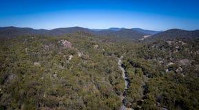 Den flyg- sikten av berg och granit vaggar i Stanthorpe, Australien Arkivbild