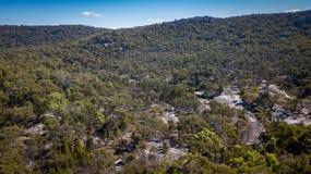 Den flyg- sikten av berg och granit vaggar i Stanthorpe, Australien Royaltyfria Foton