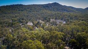 Den flyg- sikten av berg och granit vaggar i Stanthorpe, Australien Arkivbilder