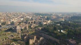 Den flyg- sikten av Colosseum och den forntida romaren fördärvar arkivfilmer