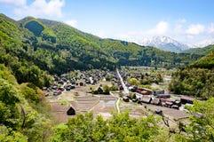 Den flyg- sikten av de historiska byarna av Shirakawa Shirakawa-går Royaltyfri Fotografi