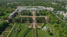 Den flyg- sikten av den Catherine slotten och Catherine parkerar Arkivfoto