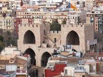 Den flyg- sikten av den Serranos porten eller Serranows står högt i Valencia, Spanien arkivfoton