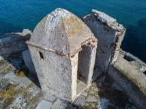 Den flyg- sikten av det Genovese tornet, turnerar Genoise, den Cap Corse halvön, Korsika kustlinje france Royaltyfri Foto