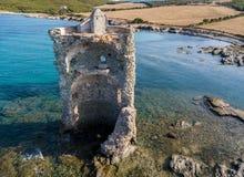Den flyg- sikten av det Genovese tornet, turnerar Genoise, den Cap Corse halvön, Korsika kustlinje france Royaltyfri Bild