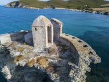 Den flyg- sikten av det Genovese tornet, turnerar Genoise, den Cap Corse halvön, Korsika kustlinje france Royaltyfria Bilder