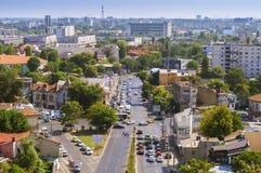 Den flyg- sikten av en liten del av den Rahova grannskapen och lovsången parkerar i Bucharest Royaltyfri Bild