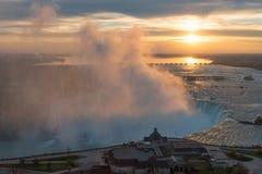 Den flyg- sikten av hästskon faller på en härlig soluppgång, Niagara Falls fotografering för bildbyråer