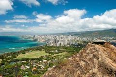 Den flyg- sikten av Honolulu och Waikiki sätter på land från Diamond Head Arkivfoton