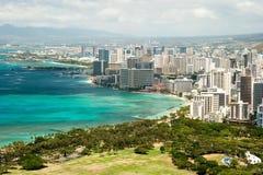 Den flyg- sikten av Honolulu och Waikiki sätter på land från Diamond Head Royaltyfria Foton