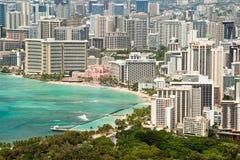 Den flyg- sikten av Honolulu och Waikiki sätter på land från Diamond Head Arkivbild
