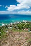 Den flyg- sikten av Honolulu och Waikiki sätter på land från Diamond Head Royaltyfri Foto