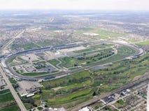 Den flyg- sikten av Indianapolis 500, ett billopp rymde årligen på Indianapolis Motor Speedway i speedwayen, Indiana till och med Royaltyfri Fotografi
