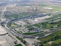 Den flyg- sikten av Indianapolis 500, ett billopp rymde årligen på Indianapolis Motor Speedway i speedwayen, Indiana till och med Royaltyfria Foton