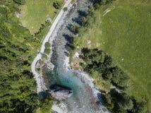 Den flyg- sikten av jätten vaggar kallat bidédellaen Contessa i Val di Mello, en grön dal Sondrio italy arkivfoto