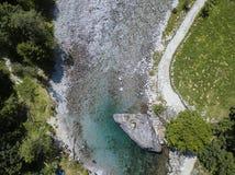 Den flyg- sikten av jätten vaggar kallat bidédellaen Contessa i Val di Mello, en grön dal Sondrio italy arkivbilder