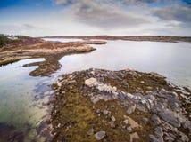 Den flyg- sikten av kustlinjen fångade med surret i Norge Arkivbilder