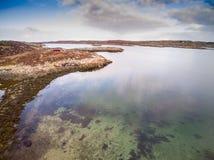 Den flyg- sikten av kustlinjen fångade med surret i Norge Fotografering för Bildbyråer