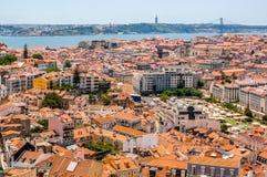 Den flyg- sikten av Lissabon från Senhoraen gör den Monte synvinkeln Royaltyfria Bilder