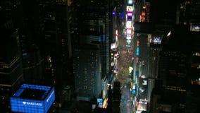 Den flyg- sikten av livliga tider kvadrerar på natten lager videofilmer