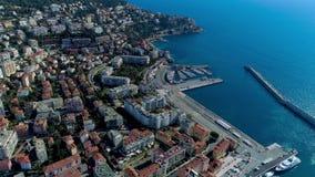 Den flyg- sikten av marin- port och hamnen med lyx seglar i Port de Nice i Frankrike 4K stock video