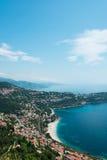Den flyg- sikten av mentonstaden i franska riviera Fotografering för Bildbyråer