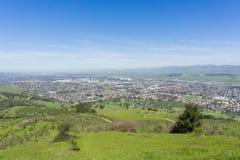 Den flyg- sikten av San Jose från det Santa Teresa länet parkerar på en klar dag, söder San Francisco Bay, Kalifornien arkivbild