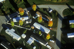Den flyg- sikten av släpet parkerar i höst i VT Fotografering för Bildbyråer