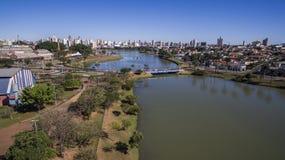 Den flyg- sikten av staden av Sao Jose gör Rio Preto i Sao Paulo in Royaltyfri Foto