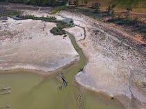 Den flyg- sikten av torkan påverkade våtmarkfloden Murray royaltyfri bild