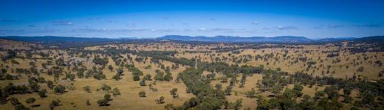 Den flyg- sikten av vingårdar och granit vaggar i Stanthorpe, Australien Arkivbilder