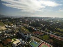 Den flyg- sikten Costao gör santinhostranden i Florianopolis, Brasilien Juli 2017 Royaltyfria Foton