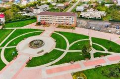 Den flyg- sikten på det Niva hotellet och parkerar med springbrunnen Royaltyfri Bild