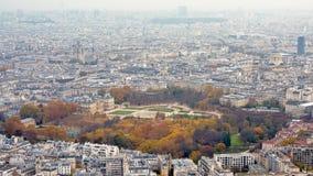 Den flyg- sikten på Paris som presenterar Luxembourg, arbeta i trädgården huvudstad av Frankrike arkivfoton