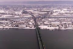 Den flyg- sikten på snö täckte Portland tunnelbanaområde på en vinterdag i Januari 2017 royaltyfri fotografi