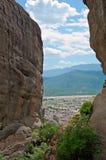 Den flyg- sikten till Kastrakien i Grekland till och med klipporna Arkivfoton