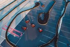 Den flyg- surrsikten på att springa går-kart spåret Arkivbild