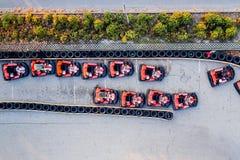 Den flyg- surrsikten på att springa går-kart spåret Royaltyfri Fotografi