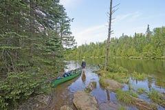 Den folgenden See heraus überprüfen Stockfotos