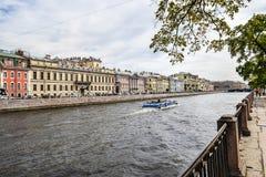 Den Fontanka floden i St Petersburg Arkivbilder