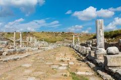 Den forntida antika sidotemplet fördärvar på kust av Turkiet royaltyfri fotografi