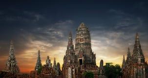 Den forntida buddistiska pagoden fördärvar panorama ayutthaya thailand Arkivfoto