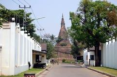 Den forntida buddistiska stupaen Royaltyfri Fotografi