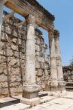 den forntida capernaumen fördärvar synagogan Arkivfoton