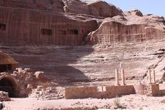 Den forntida coliseumen fördärvar av Petra Arkivfoto