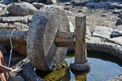 Den forntida delen av den olje- pressen finnas i nationalparken Royaltyfria Bilder