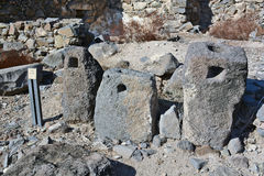 Den forntida delen av den olje- pressen finnas i nationalparken Arkivfoton