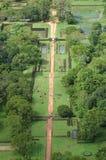 den forntida fästningen arbeta i trädgården sigiriya Arkivbilder