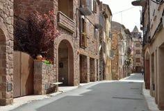 Den forntida gatan av den spanska staden Prades Arkivfoton
